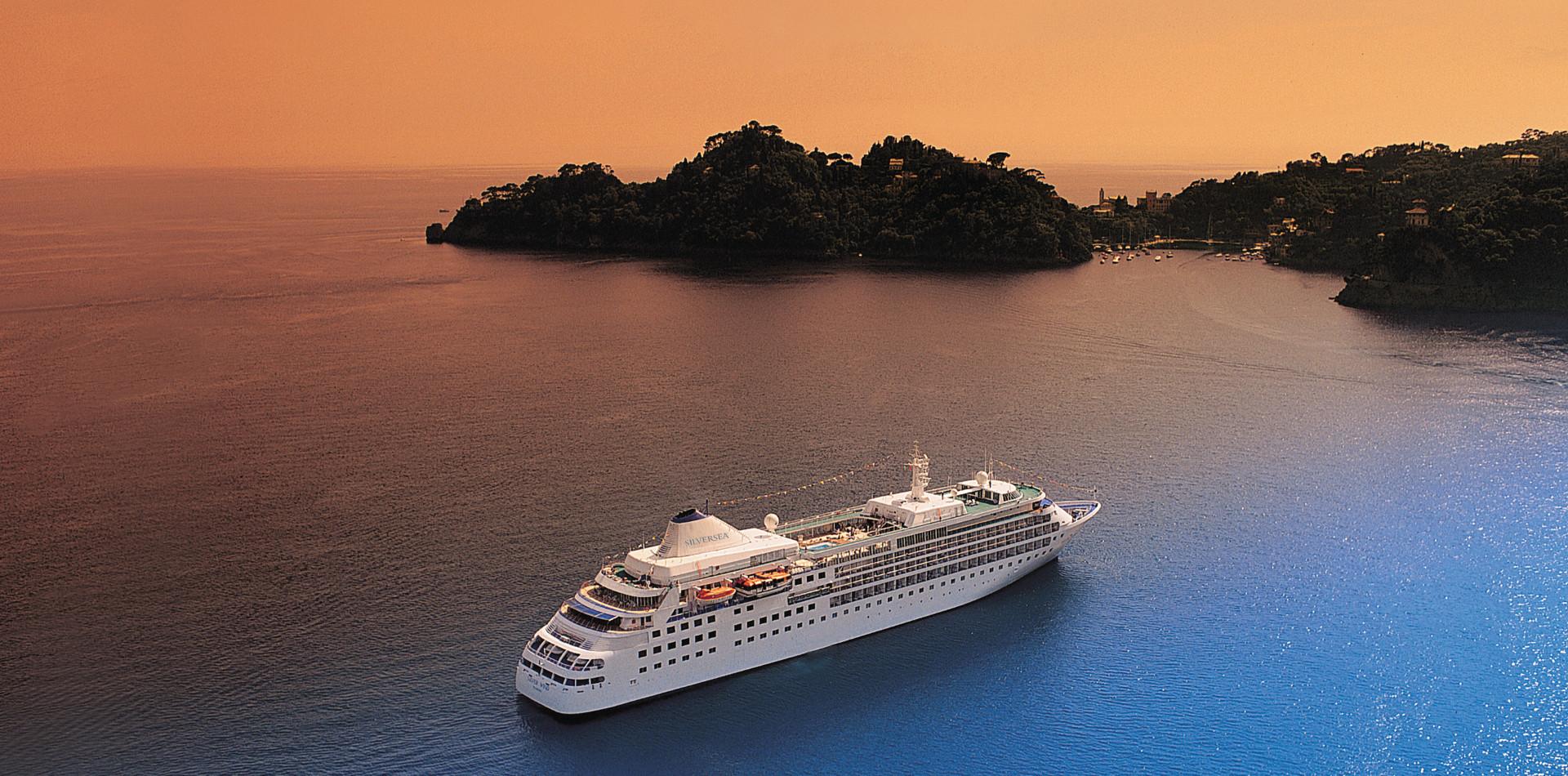 Kreuzfahrten weltweit, Luxuskreuzfahrtschiffe